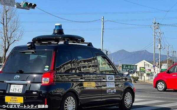 つくばスマートシティ協議会は筑波大やKDDIなどによって自動運転車を使った実証実験を実施した(2021年2月、茨城県つくば市)