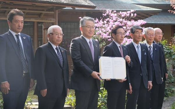 京都府と京都銀行などは地域のまちづくりを支援するファンドを設立した(29日、京都市)
