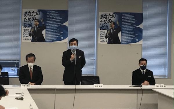 党会合であいさつする立憲民主党の枝野幸男代表(29日、国会内)