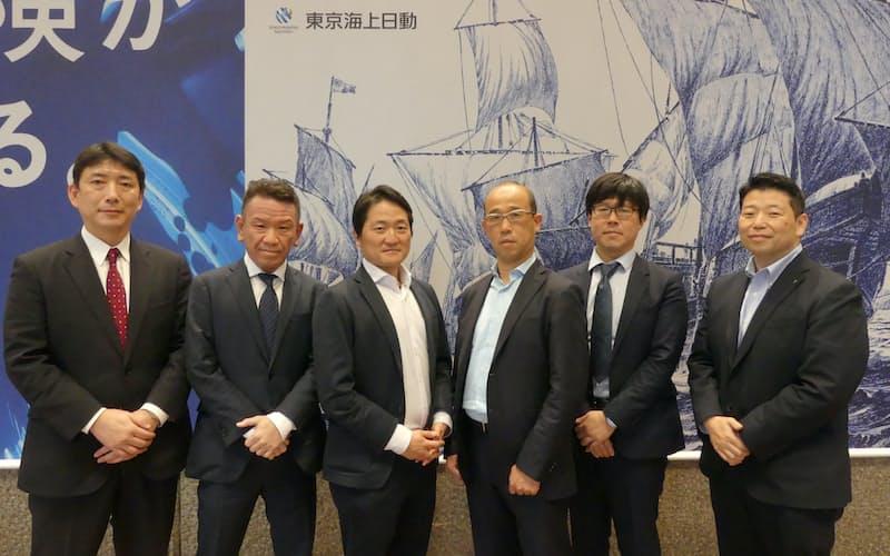 開発チームの主なメンバー。中央左が高木さん、同右が小林さん、右端が石嶋さん