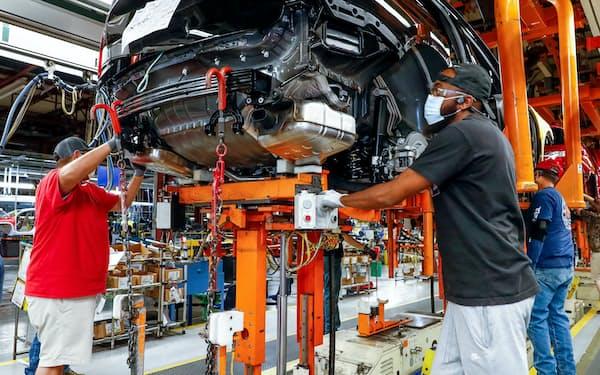 EVはガソリン車に比べて部品や生産工程が少ない(テネシー州のGMの工場)