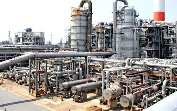 三井化学はカーボンニュートラルへの方針を示した(千葉県の同社のエチレン製造設備)
