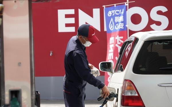 日本のガソリン需要は年々減少している(千葉県習志野市の給油所)