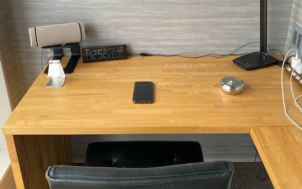 伝説のスゴ腕個人投資家、STFさん(ハンドルネーム)が自宅で使用している机