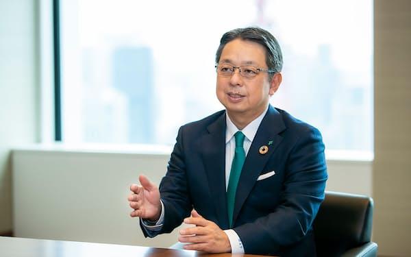寺畠正道(てらばたけ・まさみち)氏 1965年生まれ、広島県出身。89年京都大学工学部卒業、日本たばこ産業(JT)入社。英マンチェスター・タバコや、米RJRナビスコの米国外事業の統合作業に携わり、2008年経営企画部長。13年に取締役兼JTインターナショナル副社長。18年から現職