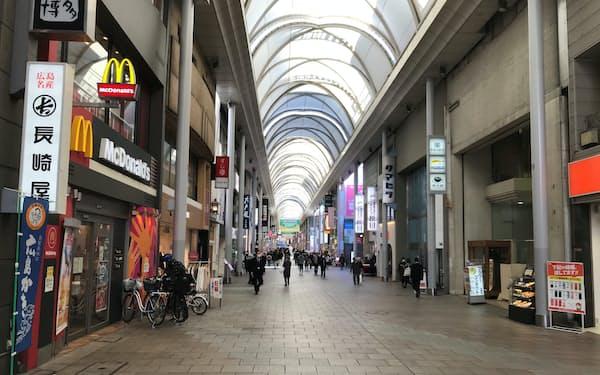 コロナの影響が長引き、宿泊や飲食は厳しい状況が続く(2月、閑散とする広島市中心部の商店街)