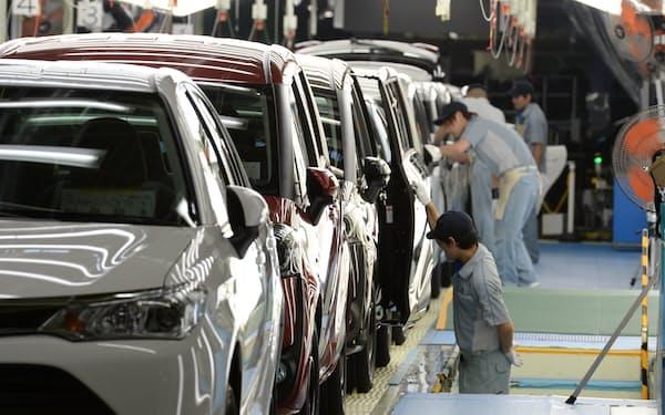 トヨタ自動車東日本宮城大衡工場の生産ライン(2015年7月、宮城県大衡村)