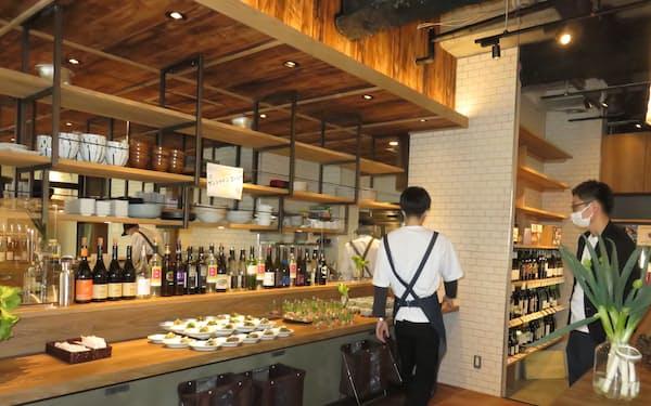 「SAKE-YA 喜多見」はシェアオフィスとパブを併設する(東京都狛江市)