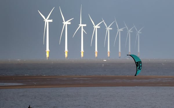 A kite surfer is pictured in front of the Burbo Bank offshore wind farm near New Brighton, Britain, October 6, 2020. REUTERS/Phil Noble - RC2XCJ9ZREPF