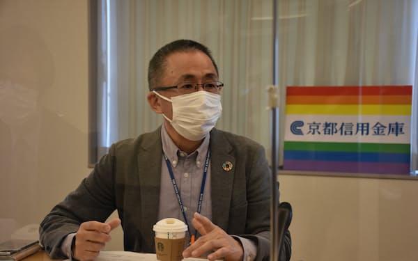 京都信金の榊田理事長は、LGBTなどのカップルを住宅ローンの連帯債務の対象としたと発表した(5日、京都市)