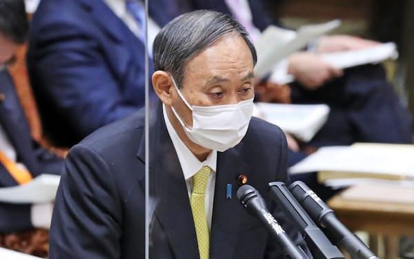 参院決算委で答弁する菅首相(5日午前)