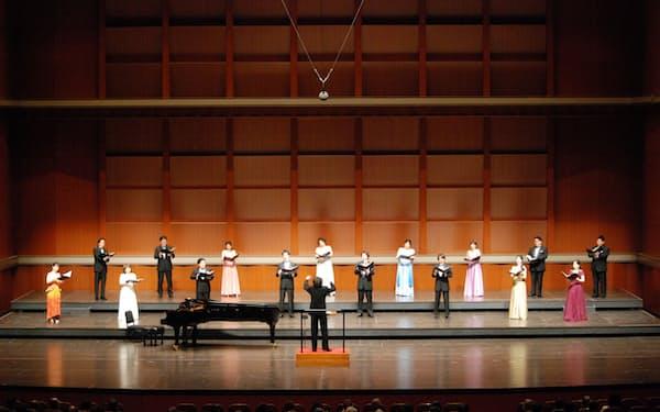 びわ湖ホール声楽アンサンブルが最終公演で合唱曲を歌う(写真は3月27日の第72回定期公演、びわ湖ホール提供)