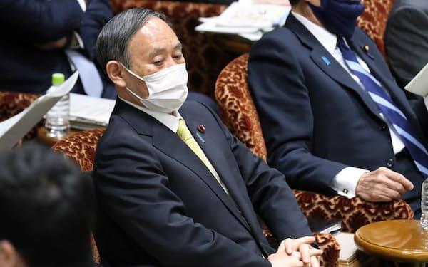 参院決算委に臨む菅首相(5日午前)