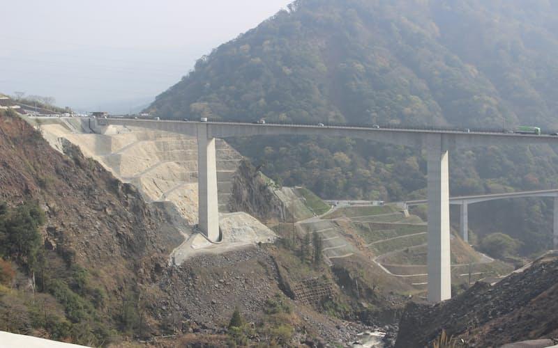 3月に開通した新阿蘇大橋(熊本県南阿蘇村)