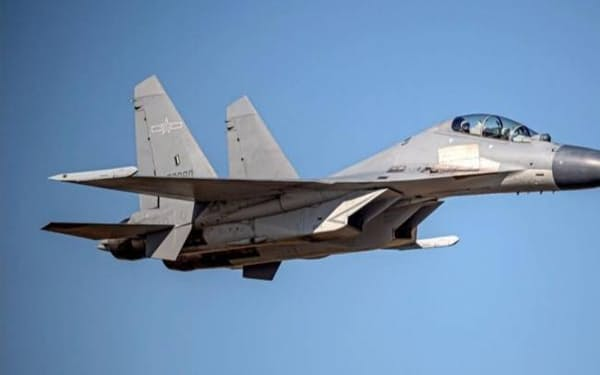 中国軍の戦闘機「殲16」など10機が5日、台湾の防空識別圏に侵入した=台湾の国防部提供