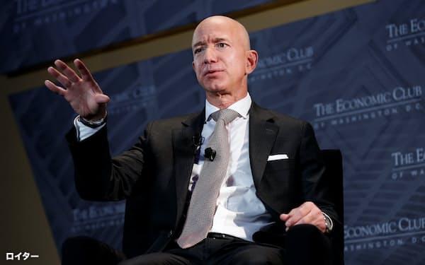 アマゾンのベゾスCEOは同社の株価上昇により資産を前年から640億ドル(約7兆円)増やした=ロイター