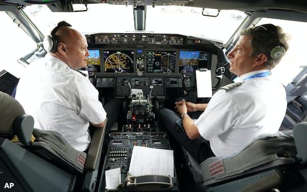 パイロットは白人男性が圧倒的に多い=AP