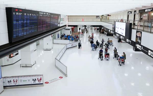 インバウンド需要が消失し旅館やホテルの経営は厳しい(3月、成田空港第2ターミナルの到着ロビー)