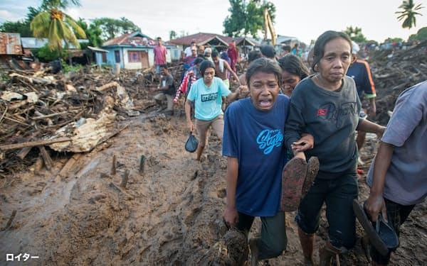 インドネシア東部では洪水による大きな被害が発生=6日、ロイター