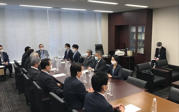 憲法審査会の幹事懇談会(8日、国会内)