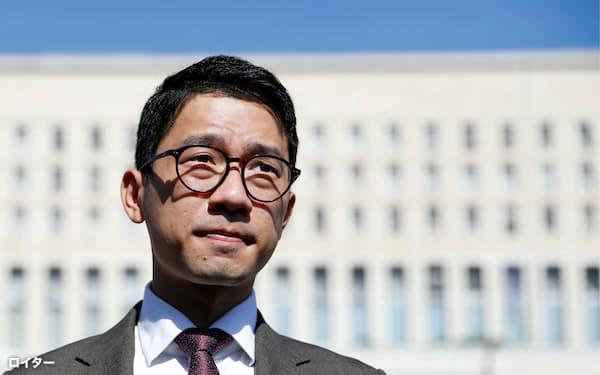 イタリアで香港の民主化を訴える羅冠聡氏(2020年8月)=ロイター