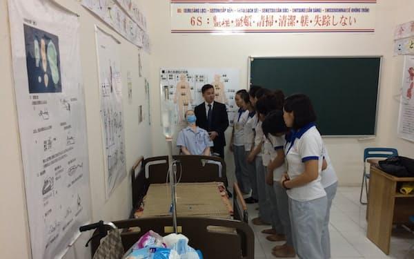 日本での介護に向けた訓練を受けるベトナム人(ハノイ市)