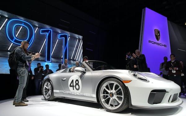 ポルシェ「911」は同社の象徴的存在だ(2019年、ニューヨーク国際自動車ショー)=ロイター