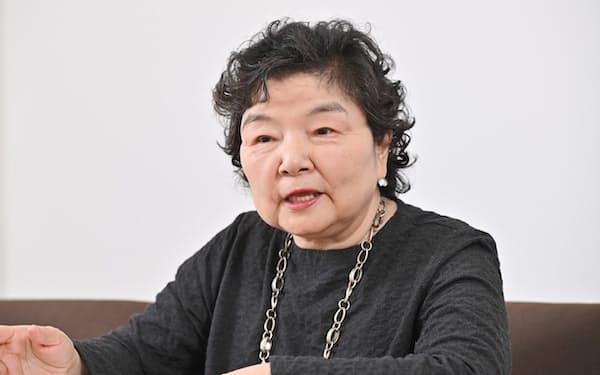 おおにし・やすよ 1949年兵庫県姫路市生まれ。20代半ばで川柳と出合い、83年に初の句集「椿事」を発表。スナックを経営しながら句作に励む一方、県内の大学などで講師を歴任。96年からNHKのラジオ番組の川柳コーナーで選者を務める。