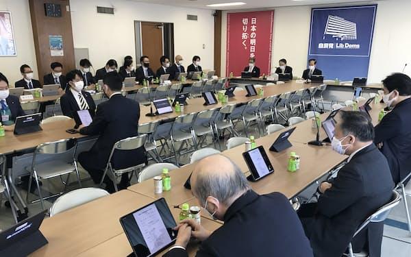 自民党の総務部会など合同会議(9日、党本部)