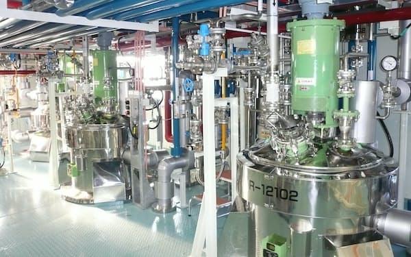 大阪有機化学工業は世界シェア首位の半導体材料「モノマー」を増産する