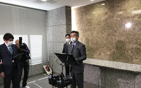 武田総務相は外資規制の審査強化を表明した(9日、東京・霞が関)
