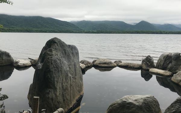 北海道の温泉地は新型コロナで苦しい1年が続いた(写真は屈斜路湖)