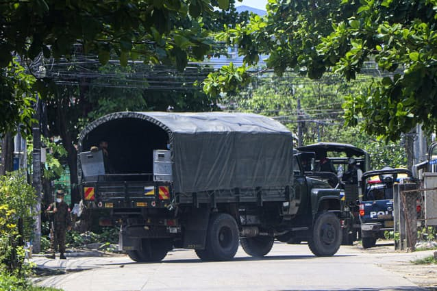 ミャンマー抗議デモ8…