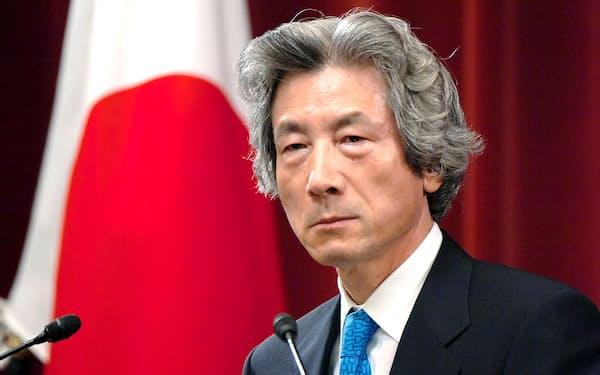 衆院解散後、記者会見する小泉純一郎首相(2005年8月8日、首相官邸)