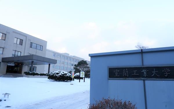 室蘭工業大学は人工衛星のパネル展開に成功した