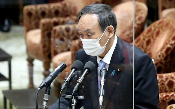 衆院決算行政監視委で答弁する菅首相(12日午前)
