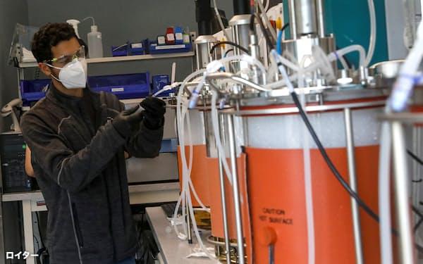 米リジェネロン・ファーマシューティカルズの新型コロナ抗体薬に、予防効果も確認された(NY州の研究施設)=ロイター