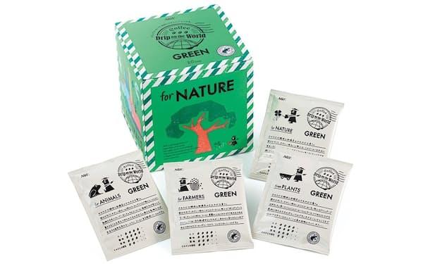 カエルのマークが、「レインフォレスト・アライアンス」認証。世界を旅する「ドリップ氏」が見つけたコーヒーを、手紙と共にユーザーに届けるというコンセプト「Drip on the World」なので、パッケージはエアメール風のデザイン。各面には環境問題を伝えるメッセージも記載。「for NATURE」は自然保護を意味する。個包装には「手紙」が書かれている