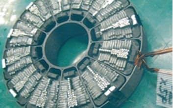神戸製鋼所は磁気を通りやすくした線状の鋼材で次世代のEVモーター向けの需要を狙う