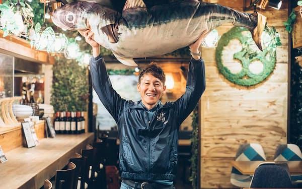 サバ愛にあふれる鯖やグループの右田孝宣社長。サバの完全養殖に取り組む