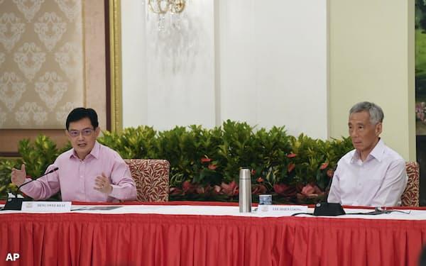 シンガポールのヘン・スイキャット副首相兼財務相㊧はリー・シェンロン首相の後継を辞退した(4月8日)=AP