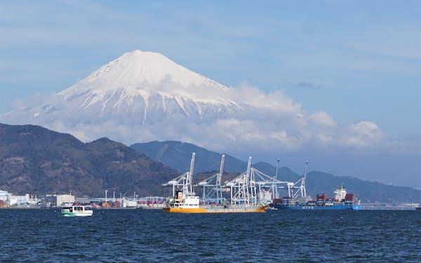 清水港の新興津埠頭の様子。駿河湾フェリー乗り場のある清水マリンターミナル付近から撮影(静岡市)