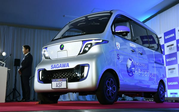 佐川急便が公開した商用電気自動車のプロトタイプ車両(13日、神奈川県綾瀬市)