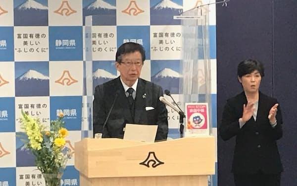 4選をめざし立候補を表明する静岡県の川勝平太知事(13日、静岡市)