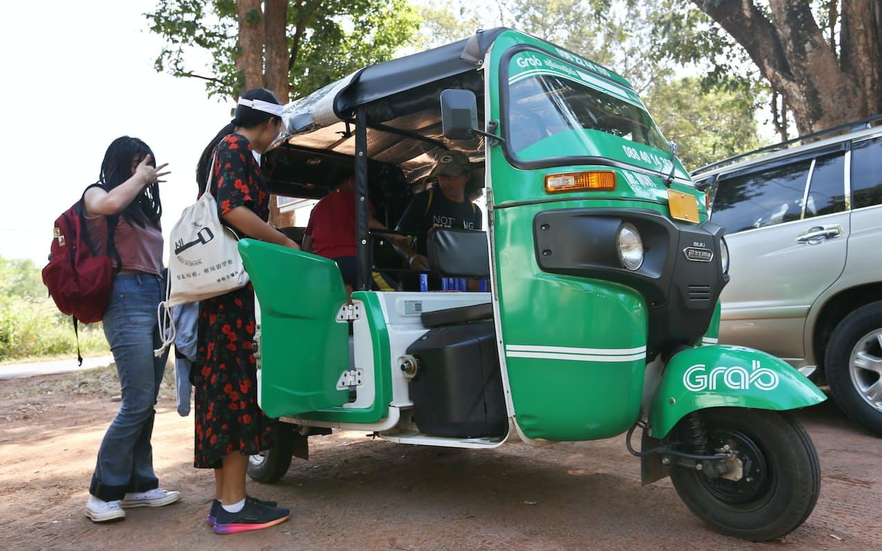 グラブが配車するトゥクトゥク(2019年、カンボジア・シェムリアップ)