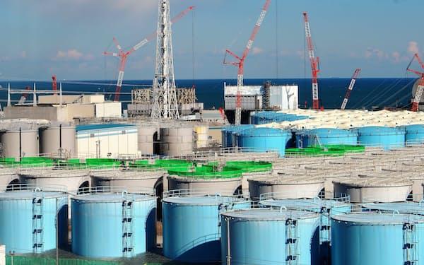 東京電力福島第1原子力発電所敷地内のタンク群
