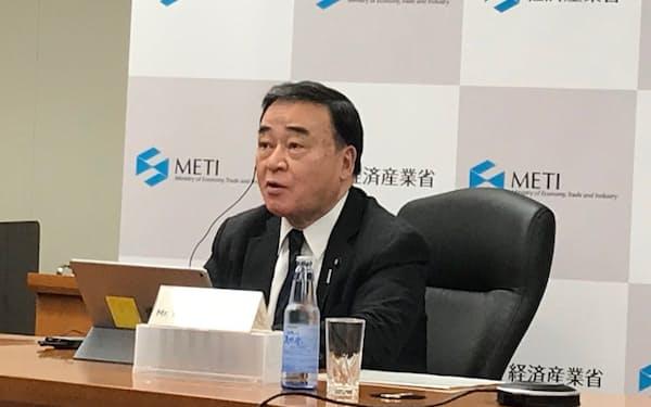 梶山氏は国際社会への情報発信でも協力を要請した(14日、経済産業省)