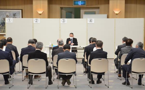北海道寿都町で初めて開かれた核ごみ調査を巡る「対話の場」(14日、同町)