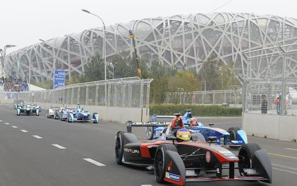 北京で開催された「フォーミュラE」のレース(2015年10月)=共同