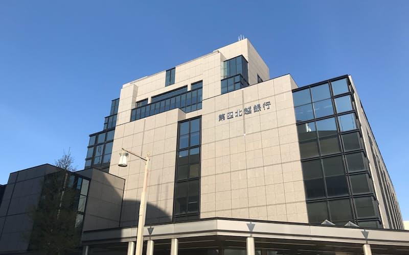第四北越FGは利益倍増を計画する(新潟市の第四北越銀行本店)